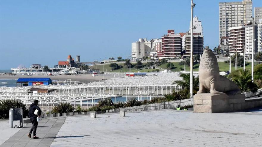 Mar del Plata: los balnearios se preparan para recibir a los turistas.