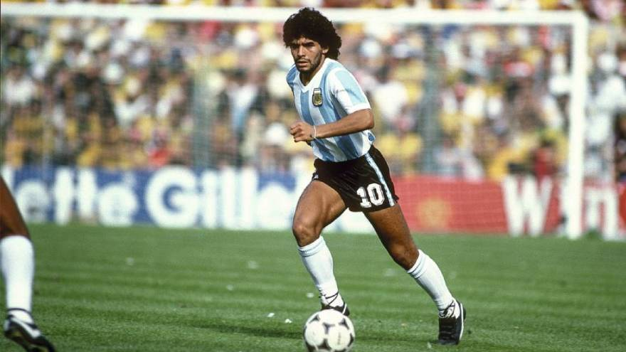 Diego Maradona vistiendo la camiseta argentina