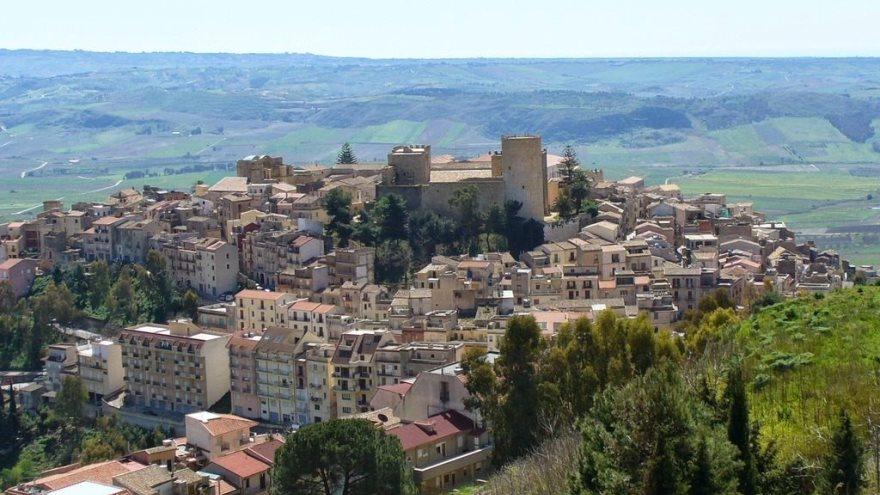 Salemi no es uno de los lugares donde te pagan por vivir pero venden casas a un euro