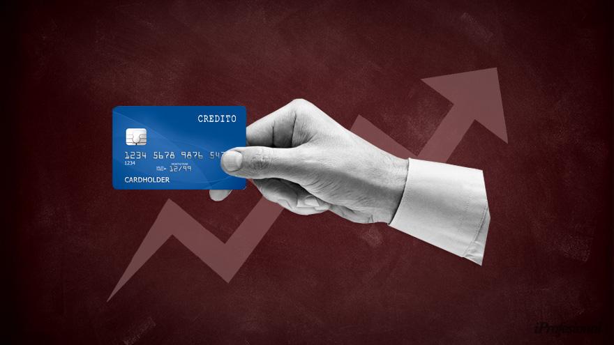Por las fiestas, los gastos de la tarjeta de crédito están cerca del límite