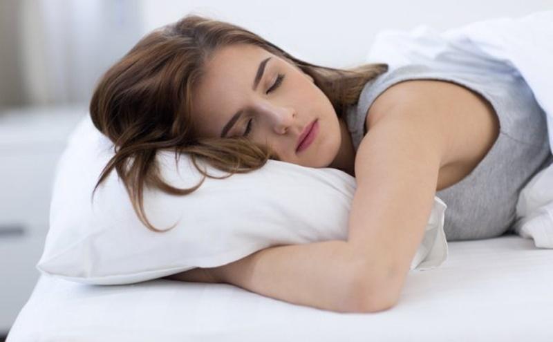 Es común que las personas bruxen mientras duermen