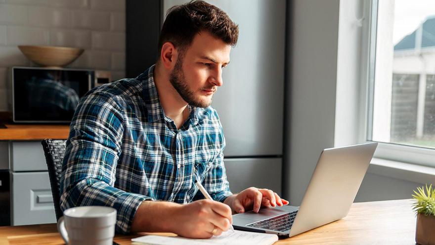 Los cursos en línea es una alternativa para ganar dinero por Internet.