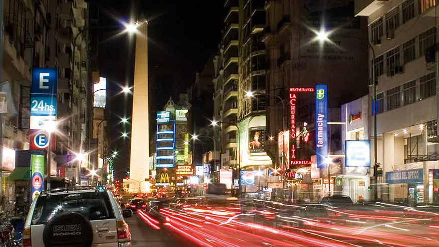 Los teatros de la avenida Corrientes pugnan por volver a la actividad.