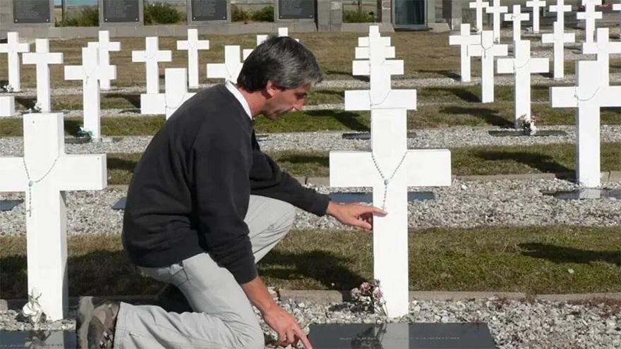 El ex combatiente argentino empezó a impulsar la tarea de identificación de sus camaradas muertos y enterrados en Malvinas