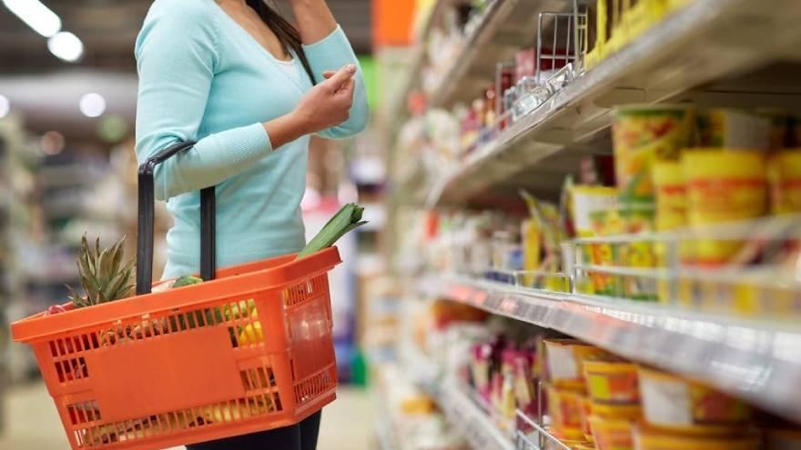 Los envases de alimentos siempre se deben manipular con las manos limpias