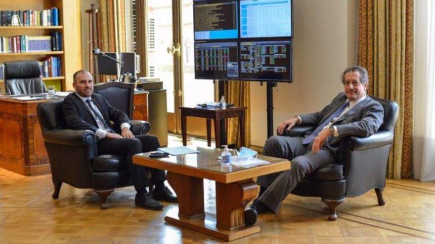 Guzmán y Pesce se resisten a acelerar la suba del tipo de cambio oficial y esperan