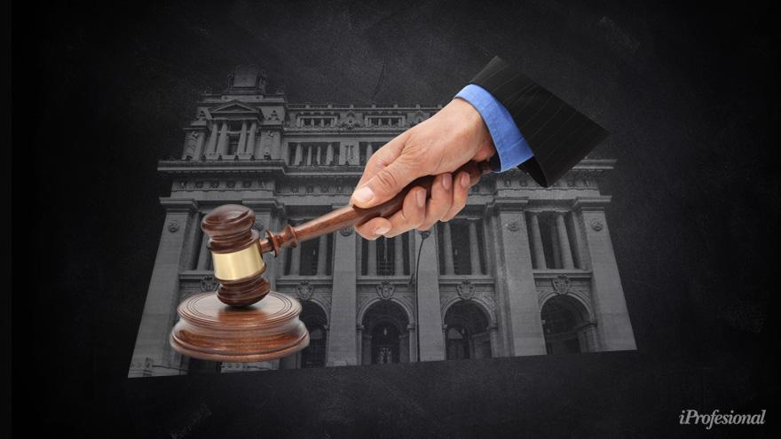El juez de primera instancia obligó a pagar con dólares