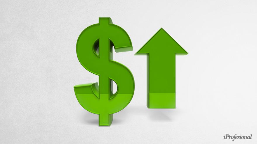 Para la calificadora, el dólar oficial en 2021 subirá a $125 y a $140 para el 2023.