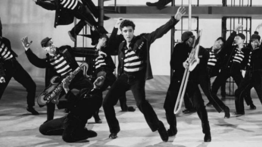 Además de Jailhouse rock, los temas de Elvis han sido fuente de muchas frases de canciones