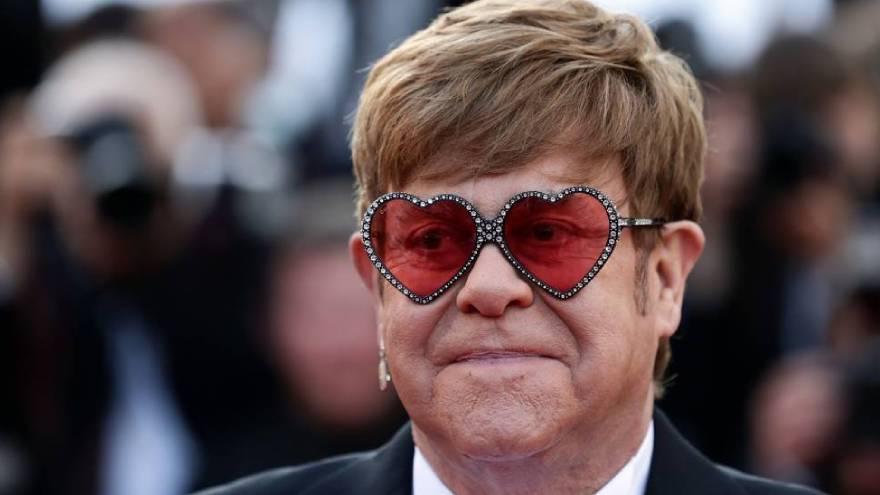 Elton John es uno de los autores de grandes frases de canciones