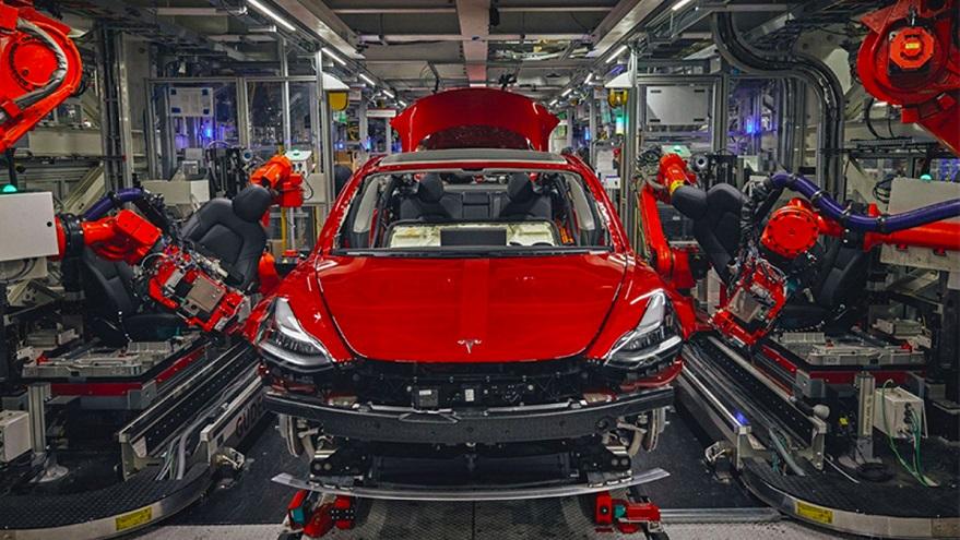 Tesla: la fabricación de autos explica sólo una parte de sus ganancias.