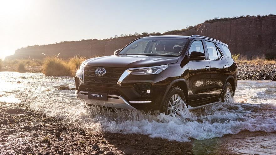 Toyota SW4 mejora la performance para un mejor andar en todos los terrenos.