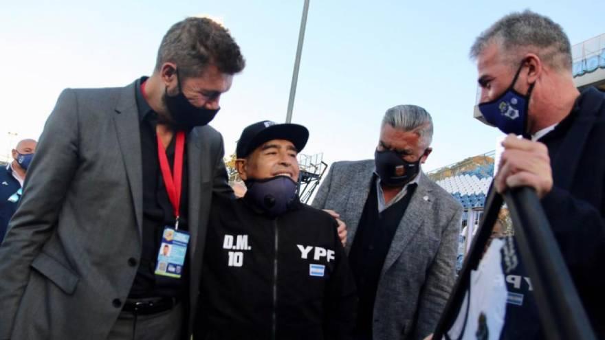 Maradona se mostró públicamente para su cumpleaños 60. Se lo vio desmejorado.