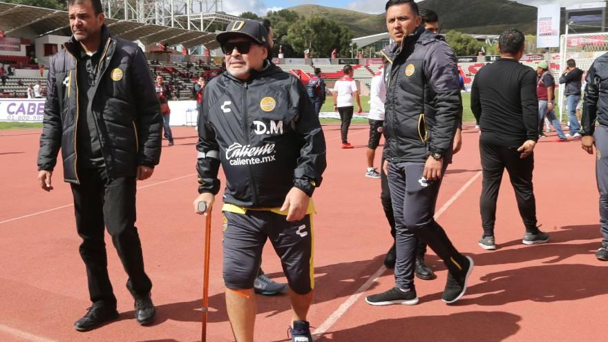 Maradona había tenido un reemplazo de rodilla derecha hace poco más de un año