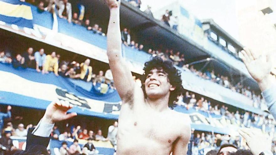 Maradona en 1981, campeón en Argentina con Boca Juniors.