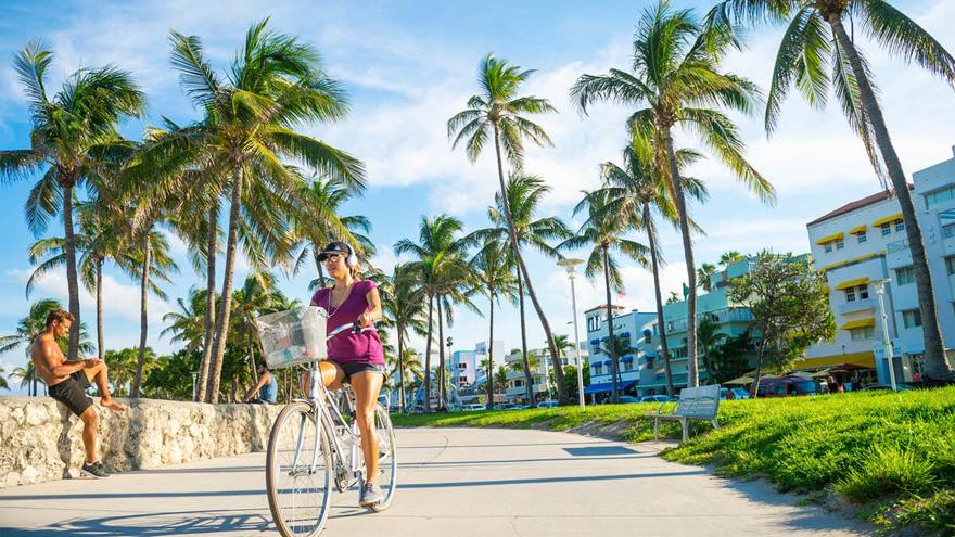Miami endurece los controles para aplicar la vacuna del coronavirus