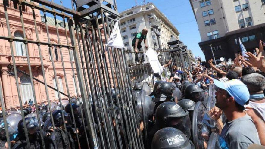 Hubo incidentes dentro y fuera de la Casa Rosada