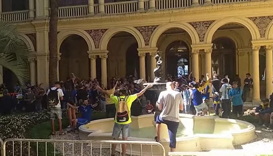 Descontrol: manifestantes irrumpieron en la Casa Rosada.