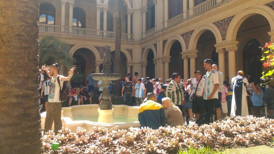 El Patrio de las Palmeras, copado por fanáticos de Maradona