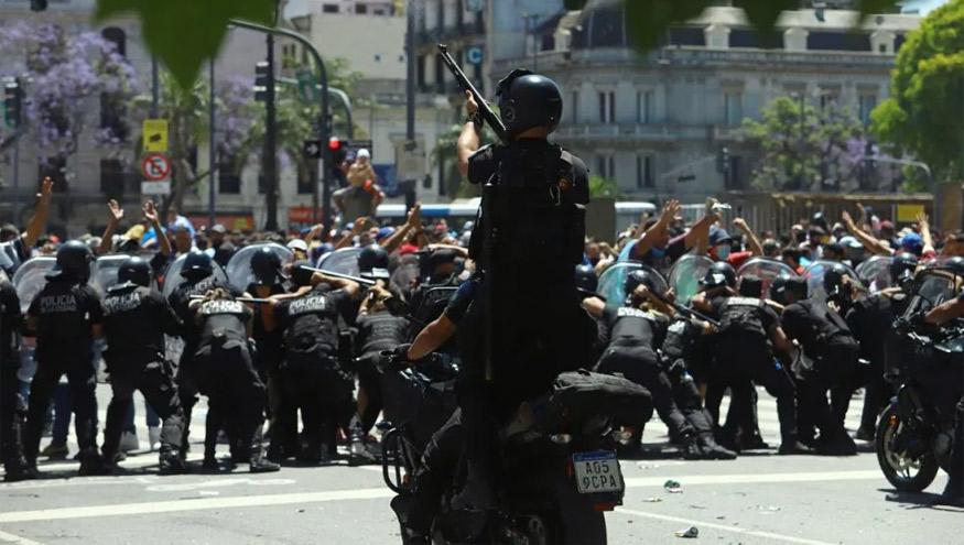 Las escenas de motos, balazos y corridas en la avenida 9 de Julio reflejaron un escenario bastante diferente al de unión y paz