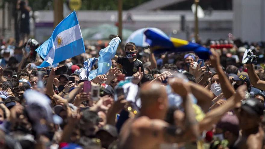 Para el papá de Solange Musse, el velatorio de Maradona mostró que hay
