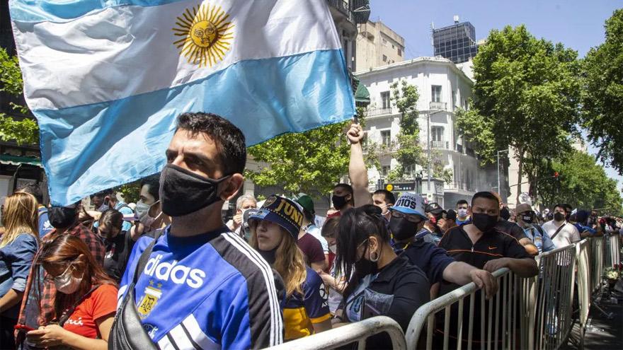 Una mulitud despidió a Maradona.