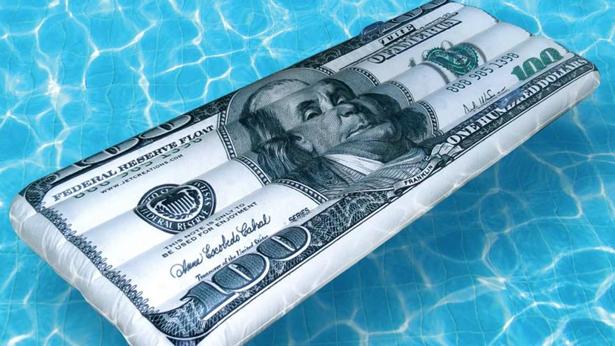 Analistas debaten a cuánto llegará el dólar en los próximos años.