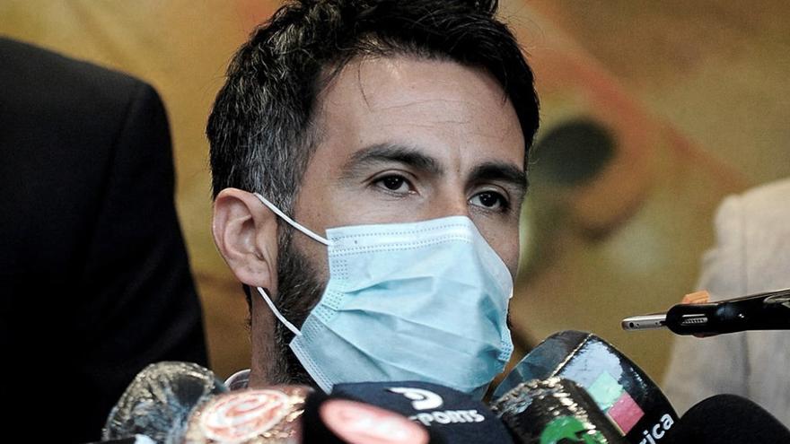 la firma de Diego Armando Maradona en papeles encontrados en poder del médico Leopoldo Luque no eran auténticas