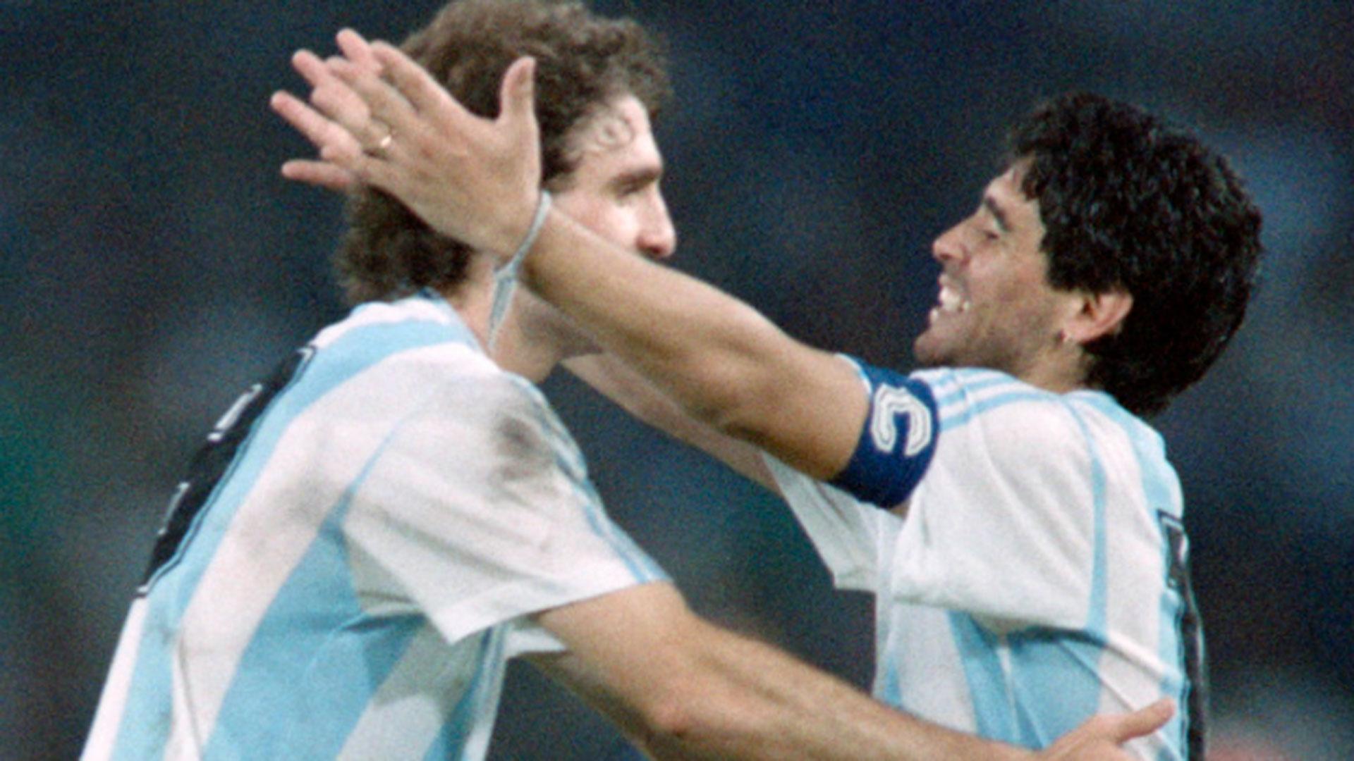 Ruggeri y Maradona compartiendo cancha
