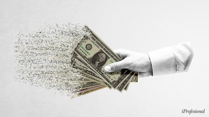 Hubo una tendencia a la desdolarización para afrontar gastos por parte de varios actores de la sociedad.