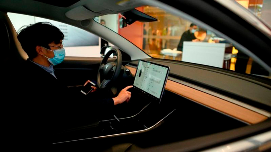 El tablero de los modelos de Tesla no tienen nada, solo una pantalla desde la que se dirige todo