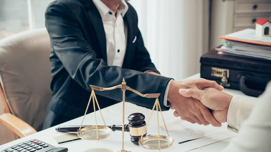 Los abogados y contadores quedan sujetos al deber de informar