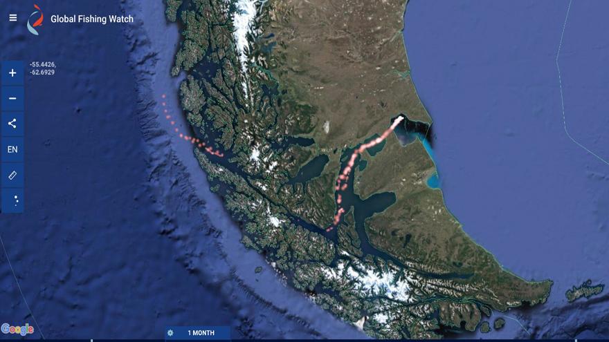 Los barcos chinos hacen su ingreso al Atlántico Sur a través del Estrecho de Magallanes -imagen gentileza de Milko Schvartzman-.