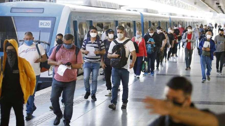 Algunas provincias analizan permitir el transporte público solo a esenciales