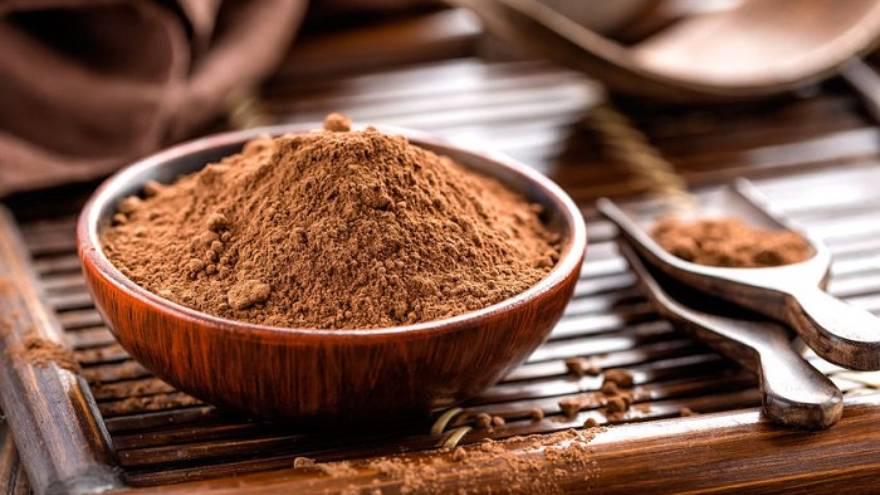 El cacao amargo es uno de los ingredientes de esta receta de budín de banana