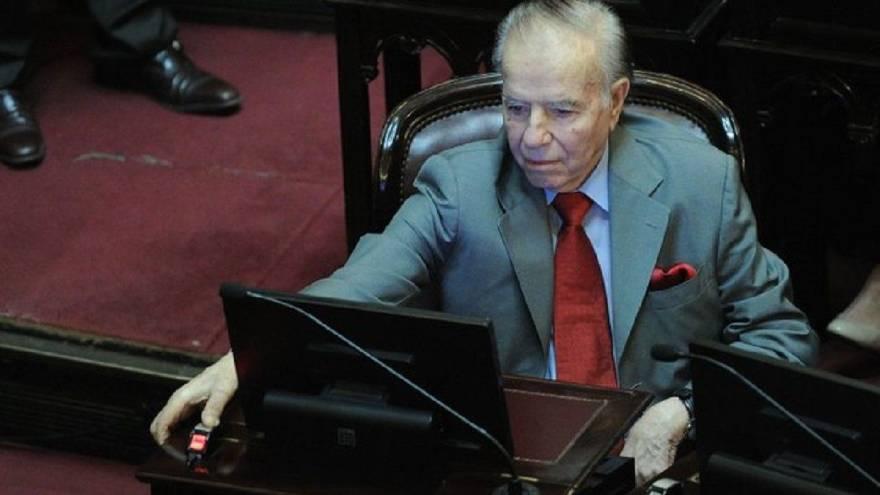 Carlos Menem se encuentra en coma inducido y debieron someterlo a diálisis