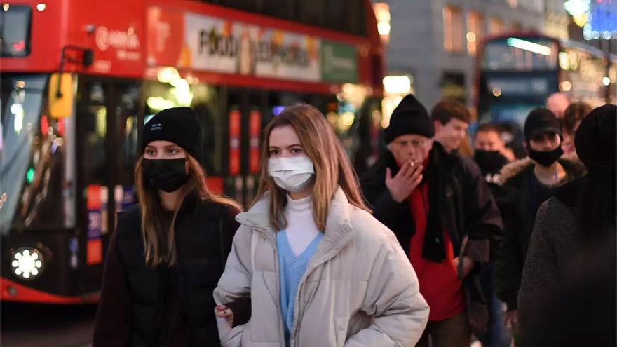 La nueva cepa del coronavirus avanza con rapidez en Reino Unido