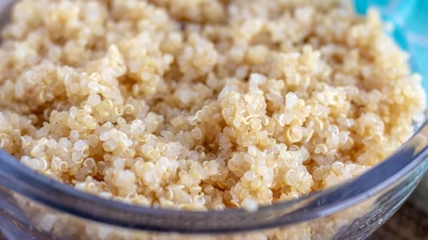 La quinoa se debe enjuagar antes de cocinarla