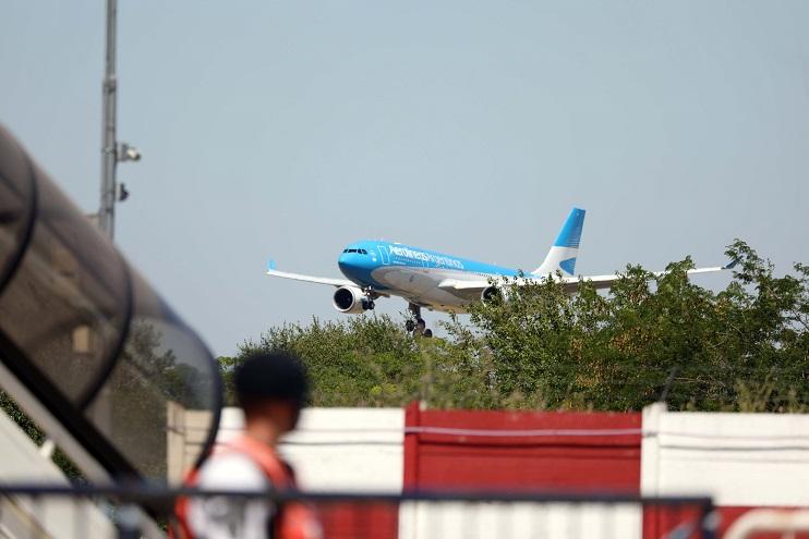 El vuelo de Aerolíneas Argentinas regresará entre el jueves y el viernes