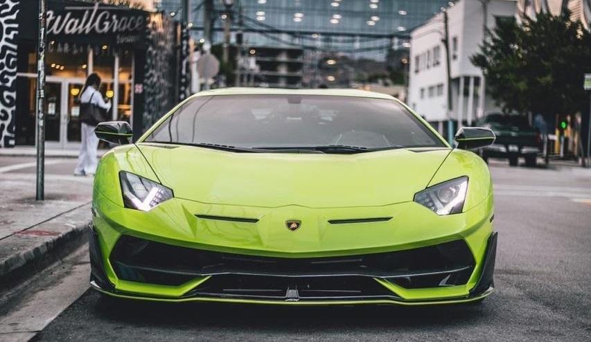 Un bitcoin por un Lamborghini