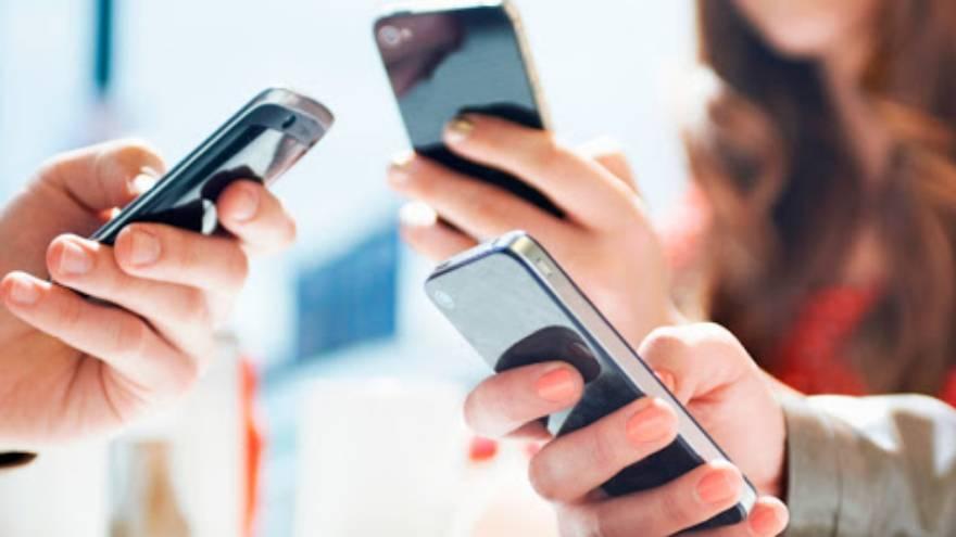 Los celulares son hoy un instrumento fundamental para el trabajo y también para la educación
