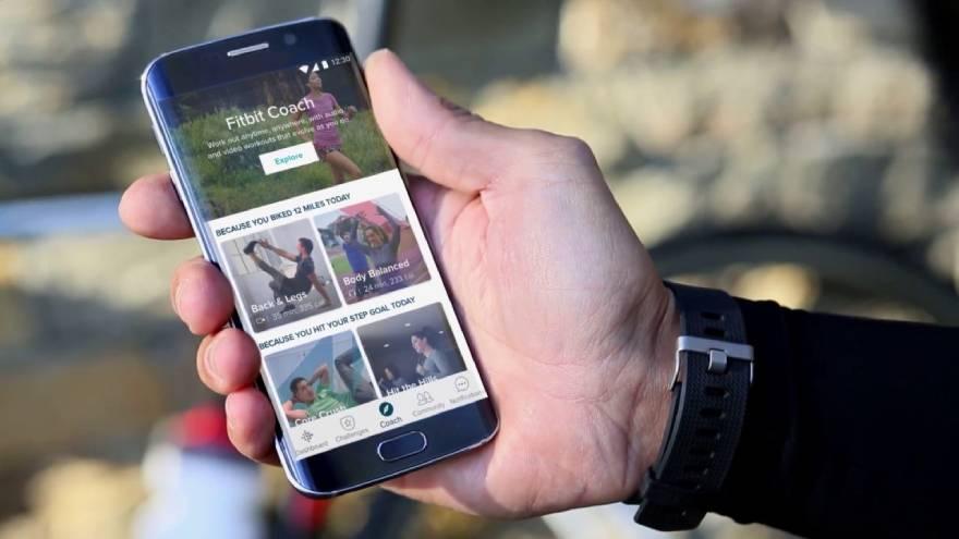 La app Fitbit Coach permite entrenar en casa o en un gimnasio