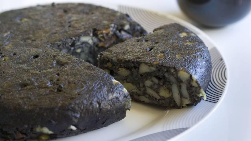 Así se ve la tortilla de papas negra