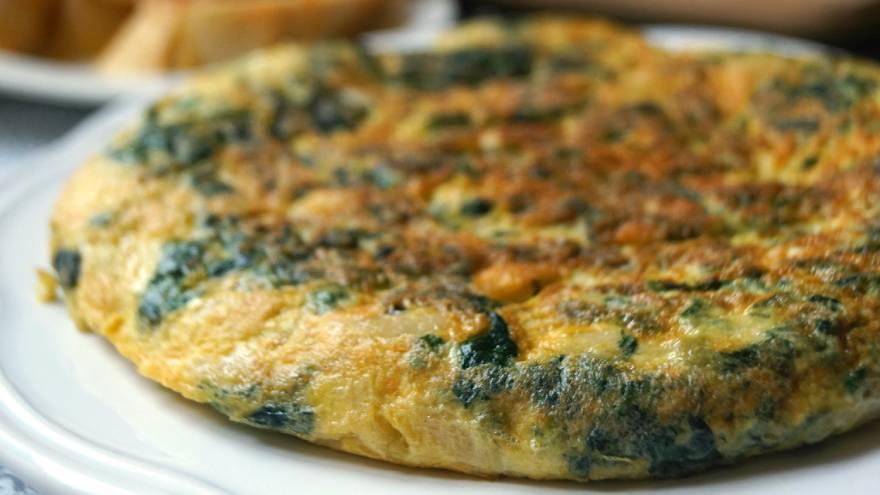 La tortilla también se puede preparar con otros vegetales, como la espinaca o la acelga, por ejemplo
