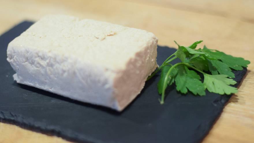 El tofu se prepara a partir de la leche de seoja