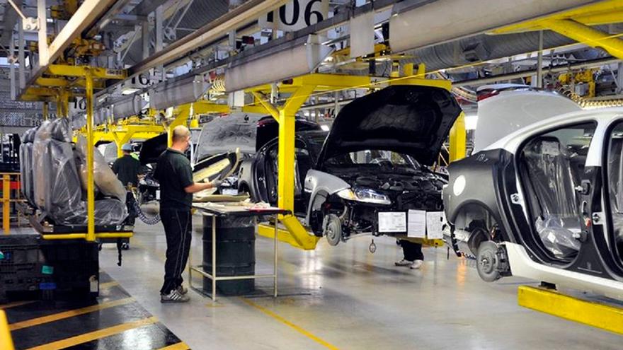 Terminales administran sus dólares entre la importación de autos y las autopartes.