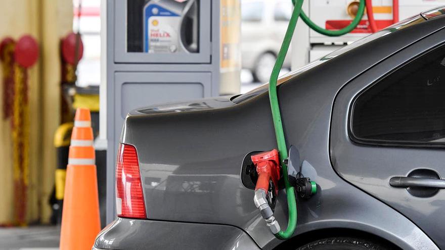 El combustible es uno de los gastos más caros en el mantenimiento del auto.