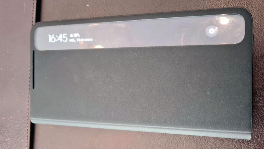 Estuche del Samsung Galaxy S21 Ultra para contener al lápiz óptico.