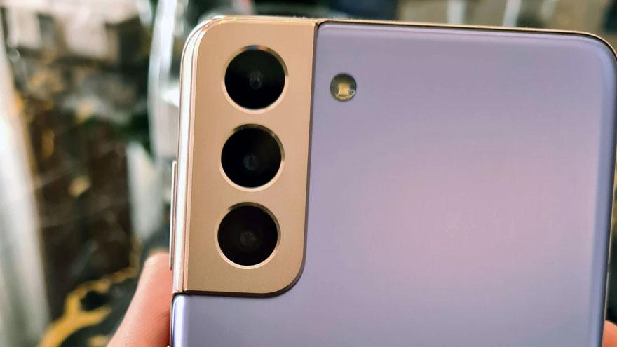 Módulo de cámaras traseras del Samsung Galaxy S21+.