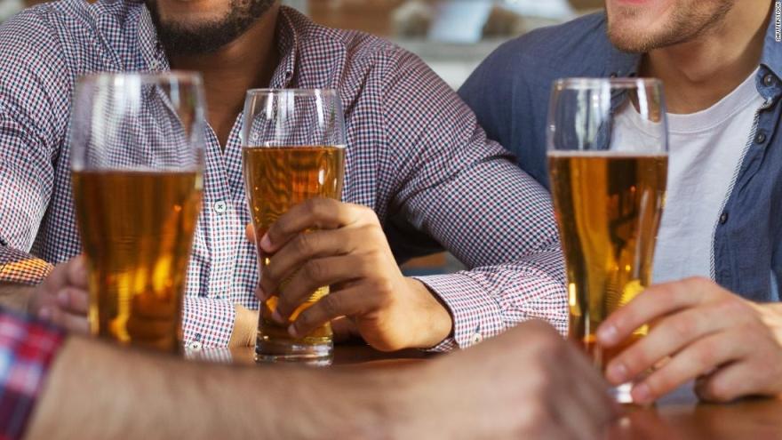 Un vaso de cerveza se comporta, en este sentido, de la misma manera que una copa de vino